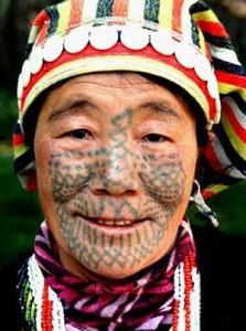 татуировка бабочки на лице